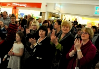 emma-o-driscoll-david-wallace-turn-on-the-cresent-shopping-centre-christmas-lights-2012-i-love-limerick-13