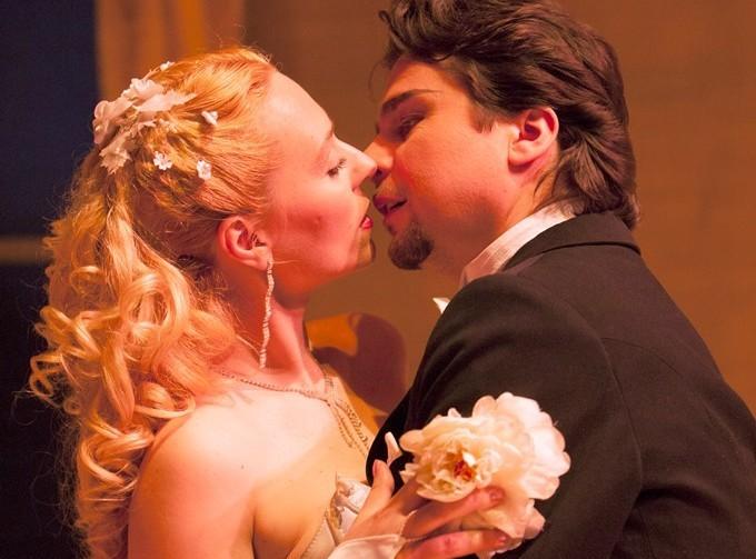 """""""Opera triumphs over war"""" Ellen Kent's Verdi La Traviata"""