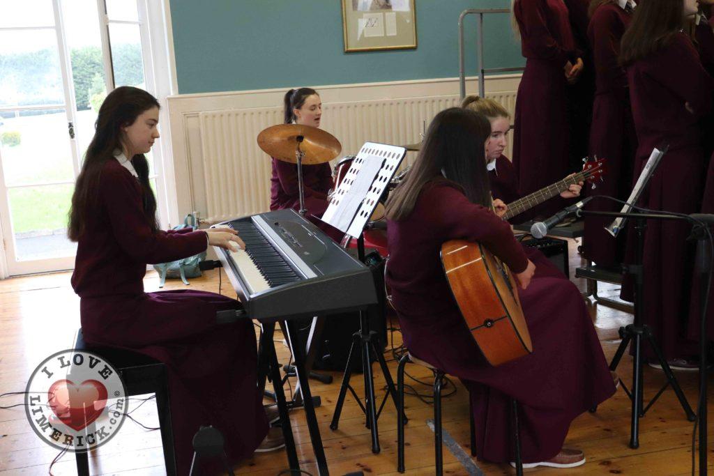 Laurel Hill Secondary School sing Shallow