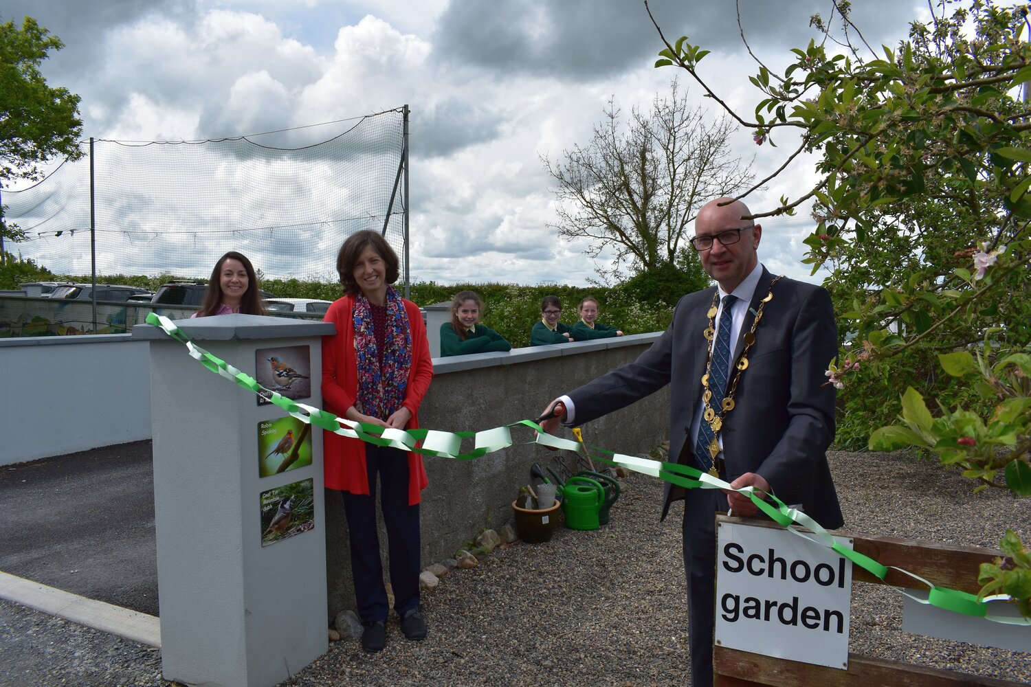 The Mayor was shown around the Ahane National School Garden by three pupils of Sixth Class, Isabelle Collins, Aoife Holland and Cara Nally