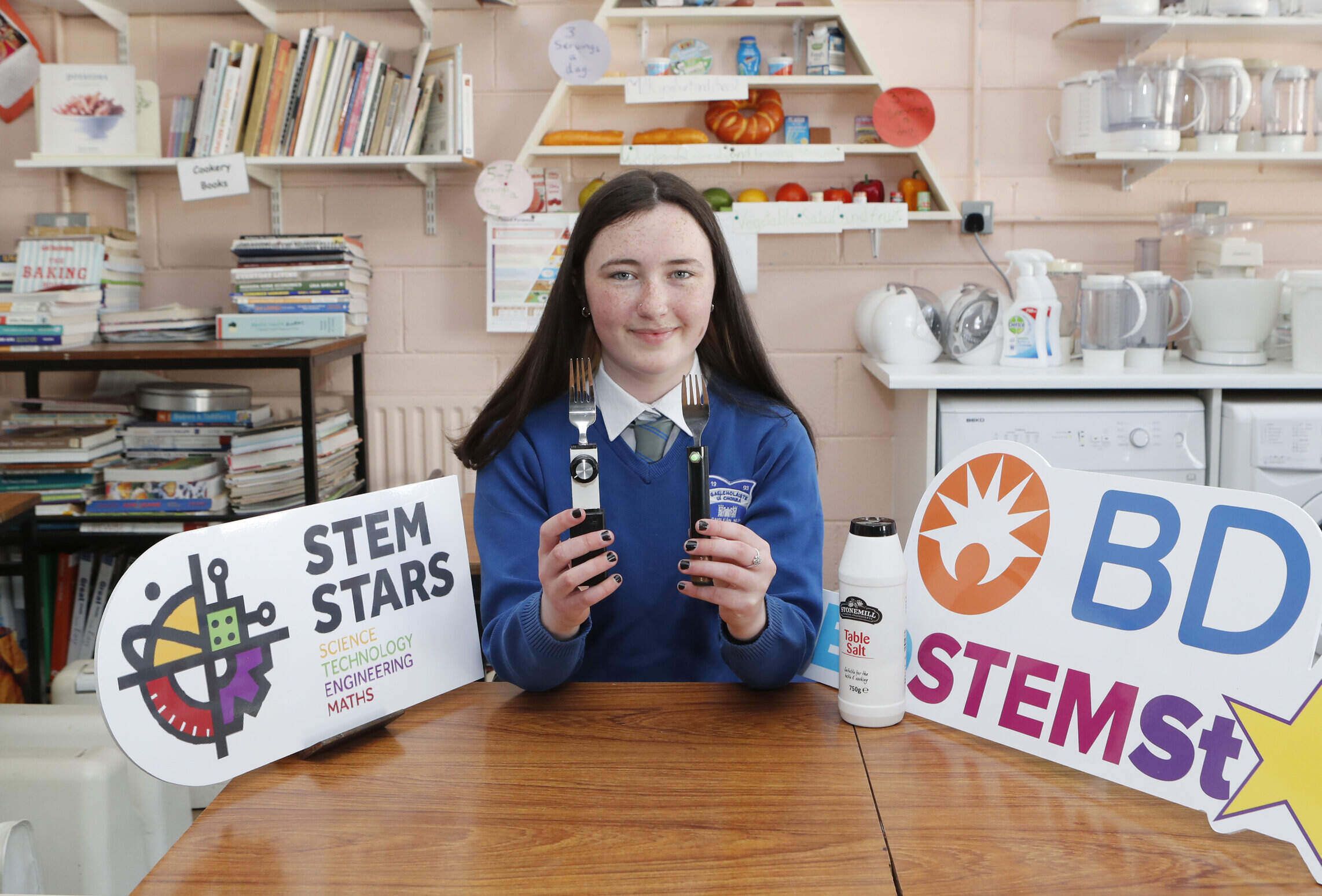 Áine Ní Mhurchu, a transition year student at Colaiste Uí Chonba, Newcastlewest who designed these Electronic Taste Simulation devices. Picture: Liam Burke/Press 22.