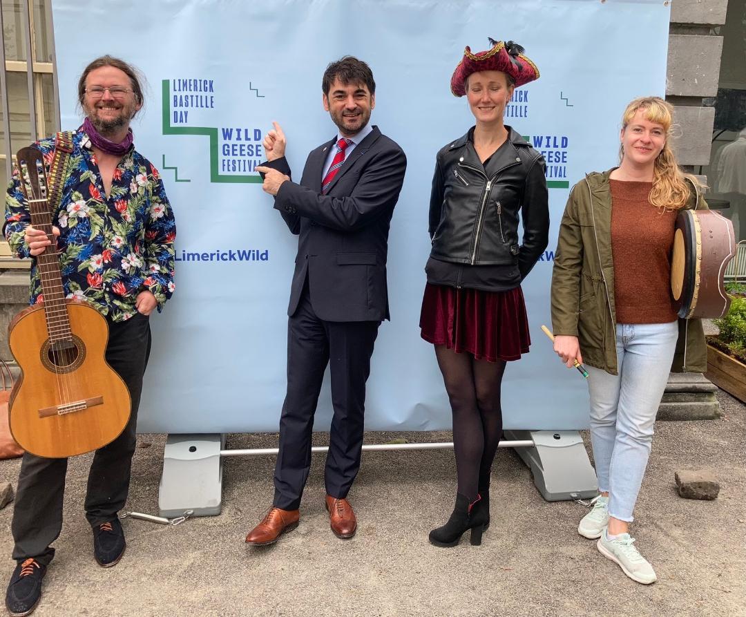 Dr Loïc Guyon with Los Paddys band members Paddy Mulcahy, Lenka Fairy and Andrea Kofankova
