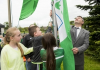 04/06/2015 St Brigid's NS were awarded their 5th Green Flag and pictured at the official raising of the flag (for Bio Diversity) are, from left to right, students Ally Davis, 6th class, Darragh Whelan, 1st class, and Emma Normoyle, 4th class, along with Limerick hurling manager TJ Ryan. St Brigid's NS, Singland, Limerick. Picture credit: Diarmuid Greene