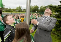 04/06/2015 St Brigid's NS were awarded their 5th Green Flag and pictured at the official raising of the flag (for Bio Diversity) is student Darragh Whelan, 1st class, and Limerick hurling manager TJ Ryan. St Brigid's NS, Singland, Limerick. Picture credit: Diarmuid Greene