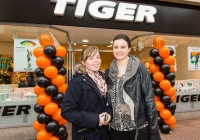 REPRO FREEFiona Collins and Stephanie O'Flanagan at the opening of the new Tiger Store on Cruises Street, Limerick.Tiger Stores, described as a variety store selling low cost high value items, ranging from €1 to maximum €30, is set to open its doors at 11 Cruises Street, Limerick, employing 12 staff. When the Danish brand announced its imminent arrival in Limerick back in December, the positive response online was phenomenal. But for Tiger Stores Ireland and Northern Ireland Operations Manager, Gillian Maxwell, who brought the brand to Ireland just three years ago, Limerick was an obvious choice for a new store. Pic Sean Curtin Photo.