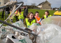 O3.04.15             NO REPRO FEE              Paul O'Connell, AP McCoy and JP McManus kick-start the Team Limerick Clean-Up(TLC). Over 10,000 Volunteers hit the streets of Limerick City and County for the Country's biggest ever Clean-Up.  Caithlyn Dillon, Kayleigh O'Neill and Mailing McNamara load rubbish onto the back of a truck to be taken away at O'Malley Park, Southill. Picture: Alan Place/FusionShooters.